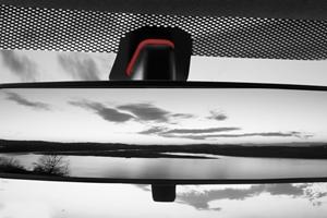 Otomobil ayna-cam yapıştırma elemanları